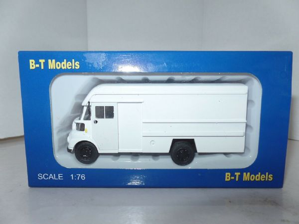 B T Models A007 A-007 1/76 OO Scale Leyland FG Twin Axle Integral Van Dealer White for Code 3
